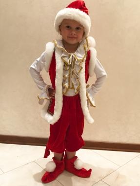 Красный костюм гнома на мальчика